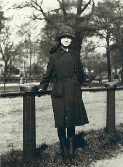 莲灯诗梦 林徽因  目  录 前赘 一 祖父 二 父亲 三 母亲 四 童年 五图片
