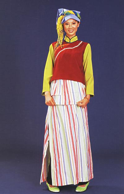 白族和门巴族少数民族的服饰图片